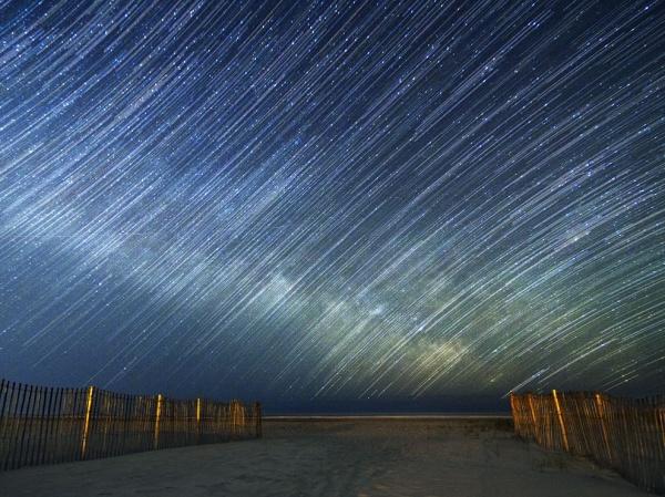 5422705-R3L8T8D-600-star-trails